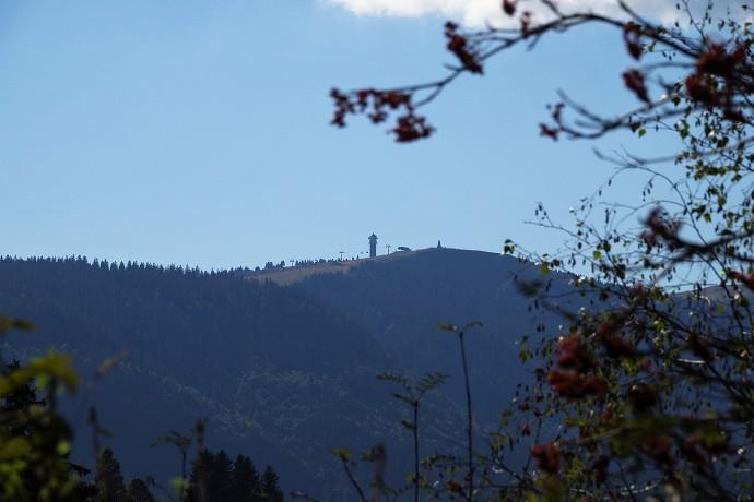 """Feldberg - Jedoch der Gipfel ist hier nicht zu sehen, sondern """"nur"""" der Seebruckgipfel. Hier sieht man auch den alten Fernsehturm."""
