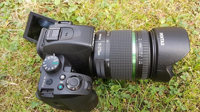 Hier die Pentax K70 mit 18 bis 270 mm Objektiv