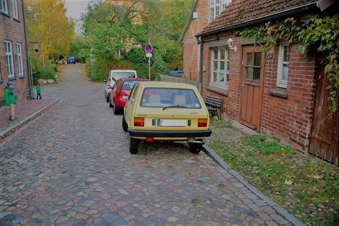 Zum ersten Mal sehe ich in Deutschland einen Yugo. Als Österreicher habe ich in meiner Kindheit viele davon gesehen. Einmal bin ich sogar mitgefahren.